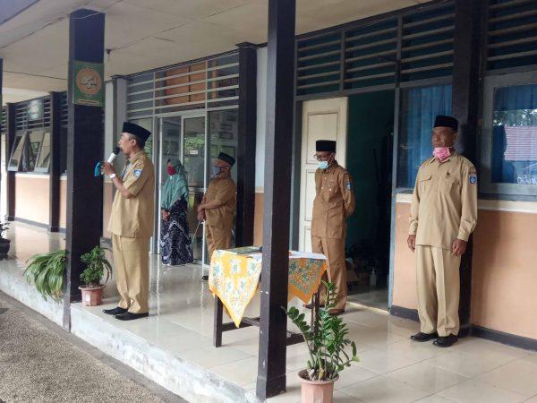 Hari Pertama Masuk Sekolah, Kepala KCD Dikbud Loteng Berikan Arahan Agar Patuhi Prokes.