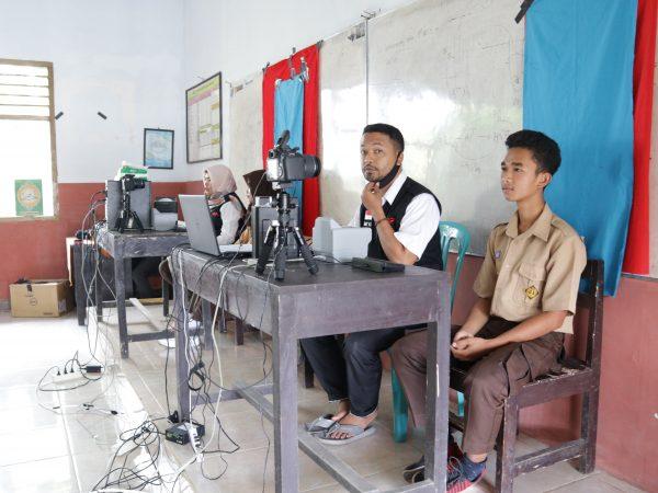 Antusiasme Siswa Mengikuti Layanan Pembuatan KTP di Sekolah